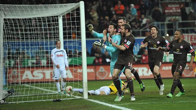 2. Bundesliga - Torwart trifft und rettet St. Pauli