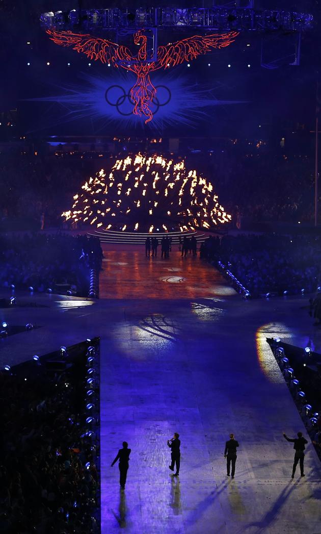 http://media.zenfs.com/en-GB/blogs/the-juice/take-that-olympics-closing-ceremony-3.jpg