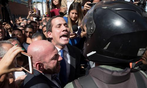 Venezuela: Maduro opponents storm parliament to reinstall Guaidó as leader