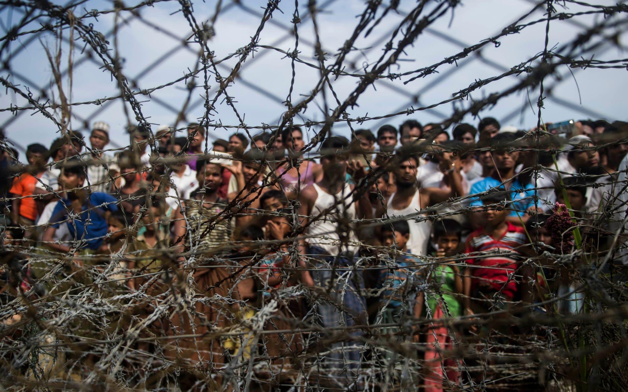 Bangladesh to build barbed wire fences around Rohingya camps