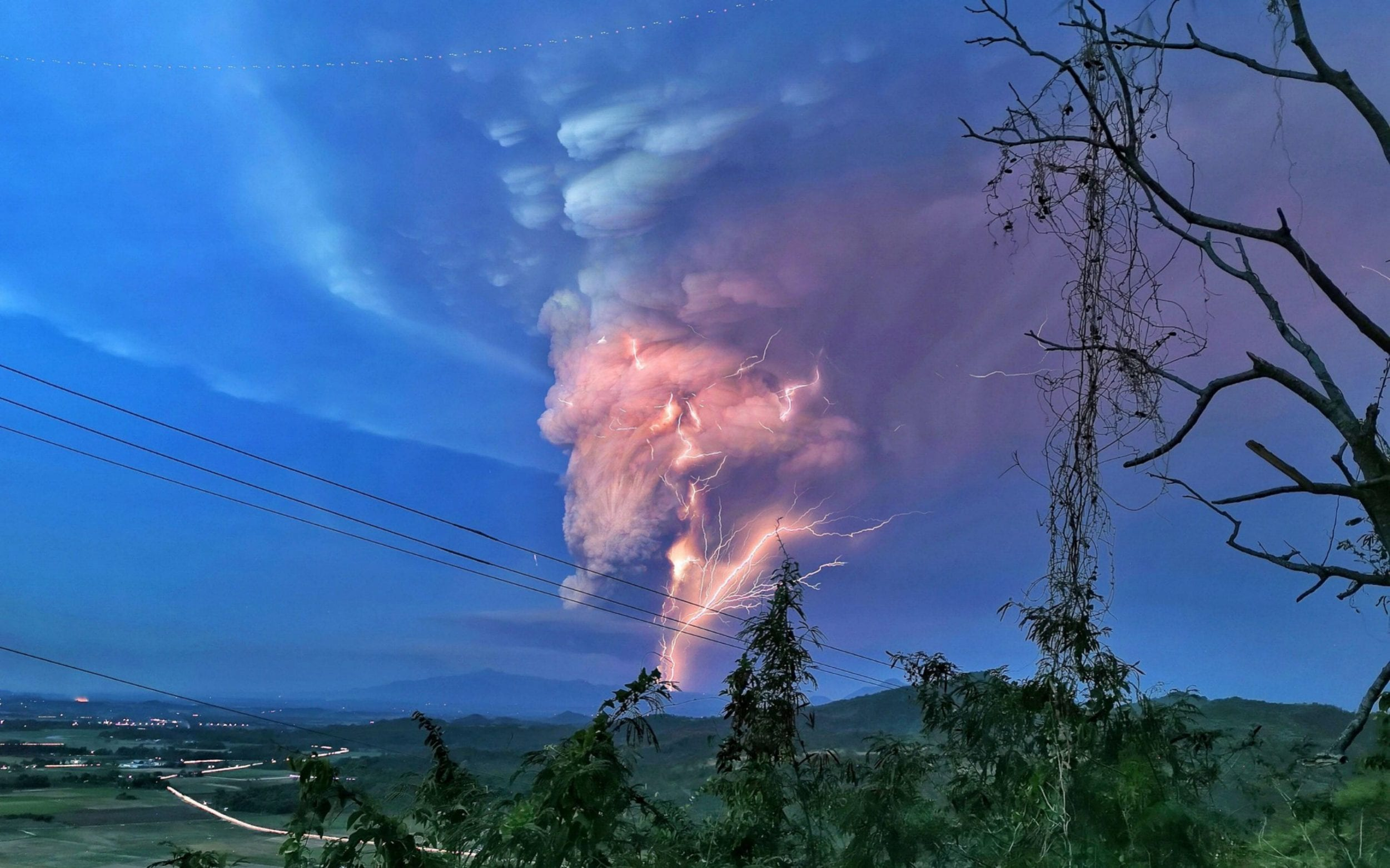 Rare volcanic lightning seen as huge numbers evacuated over fears of explosive eruption in Philippines