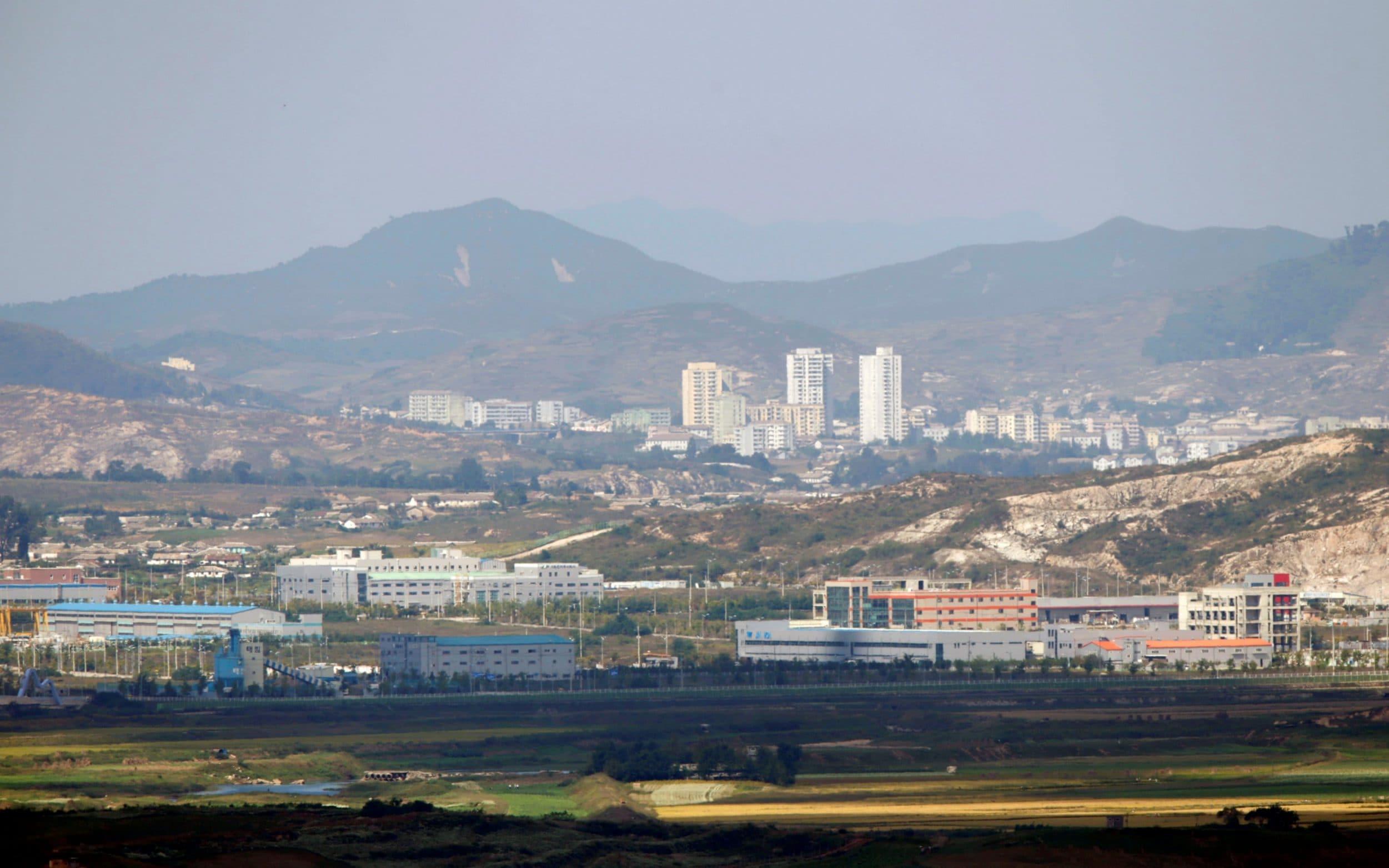 South Korean military capturesNorth Korean crossing border