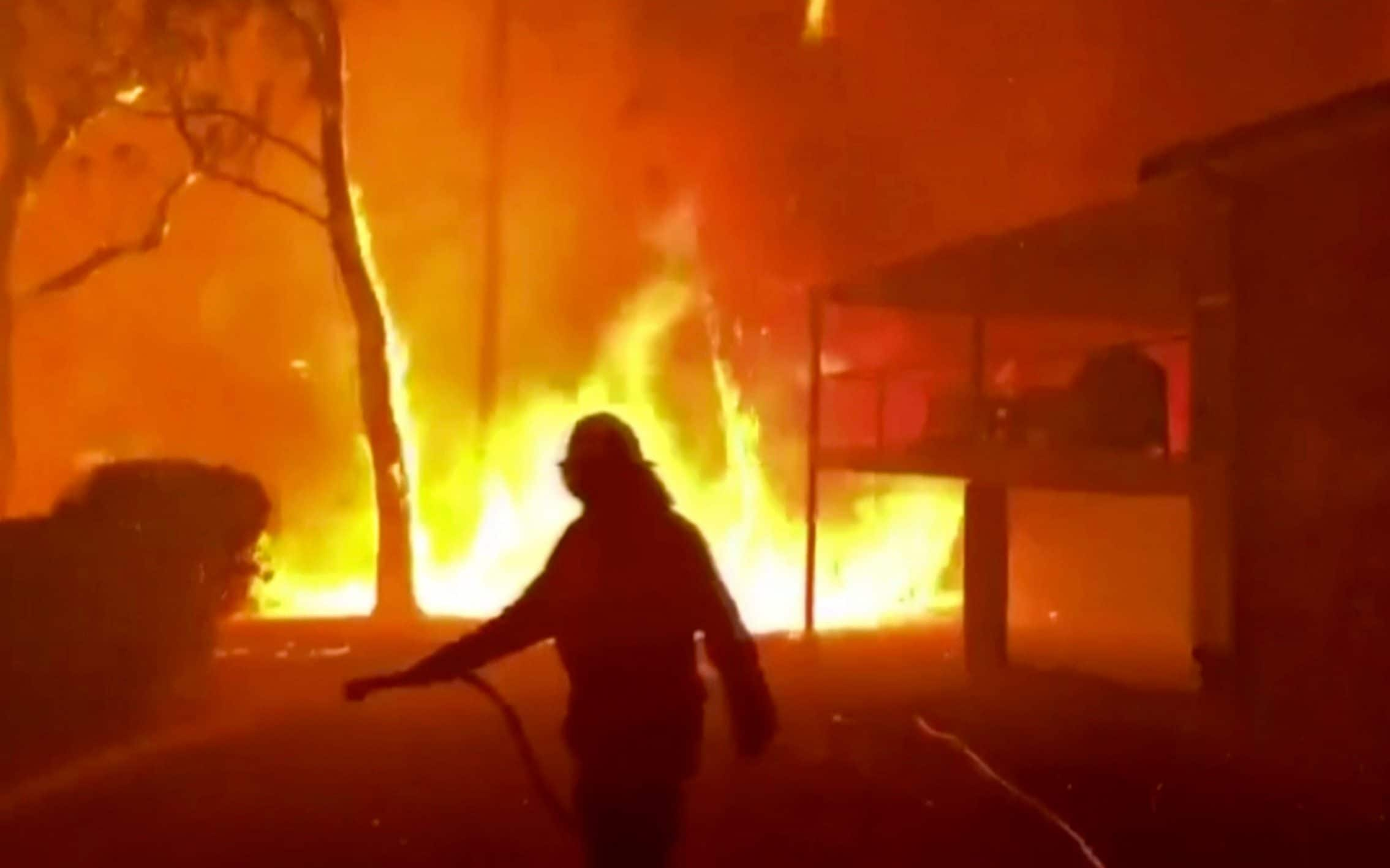 Australia braces for second heatwave as wildfires continue to rage