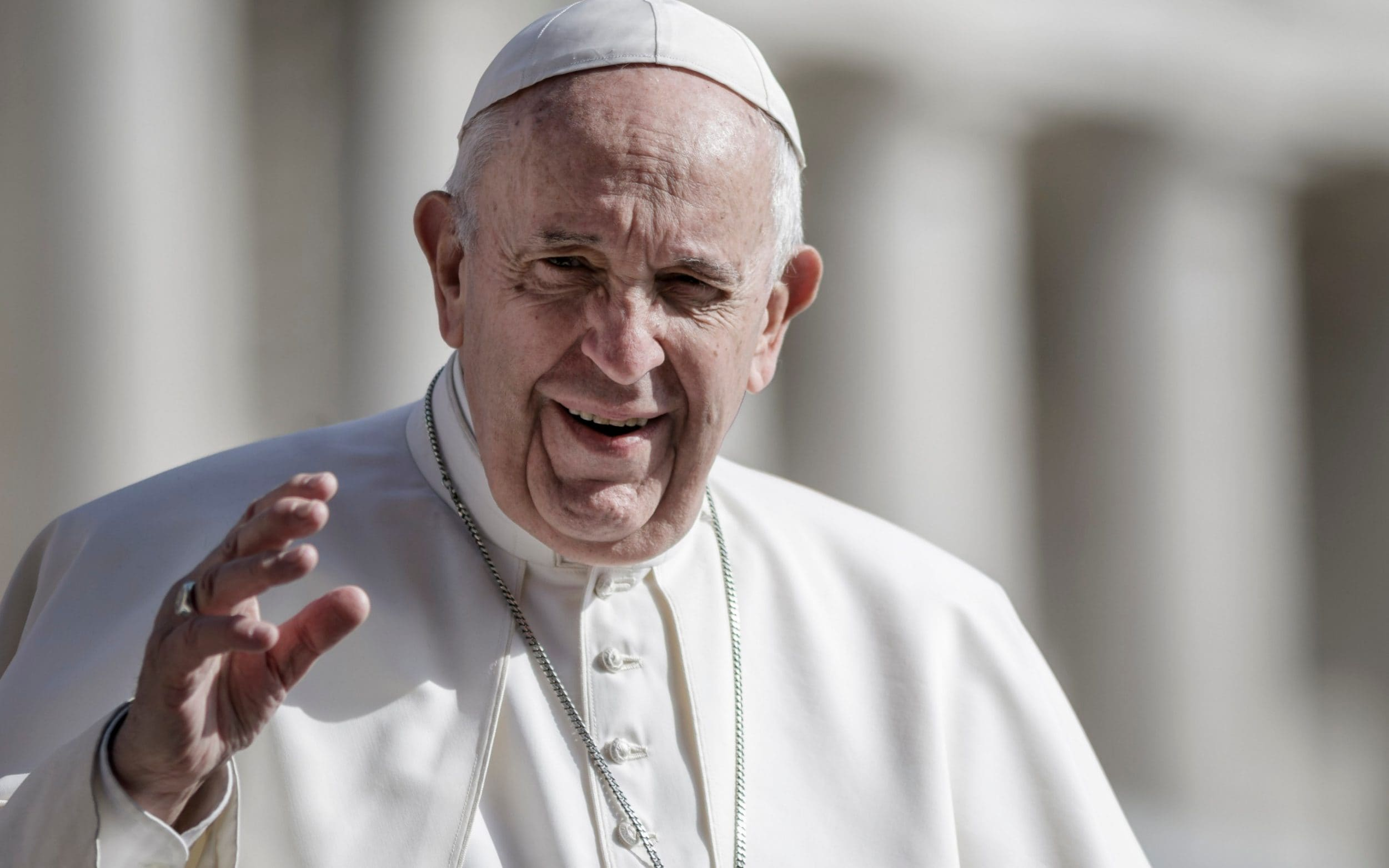 Pope Francis trapped in Vatican lift for 25 minutes