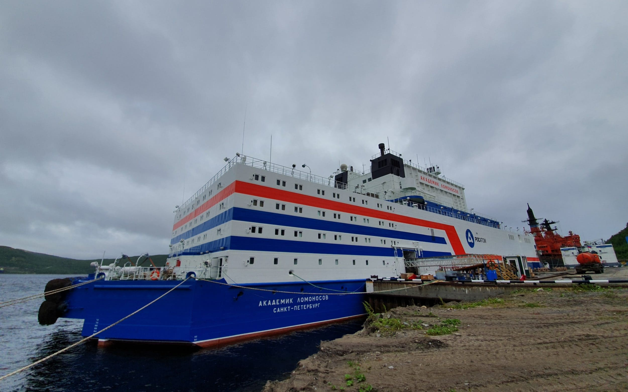 Floating nuclear power plant to be towed across Russian Arctic despite Chernobyl on ice concerns