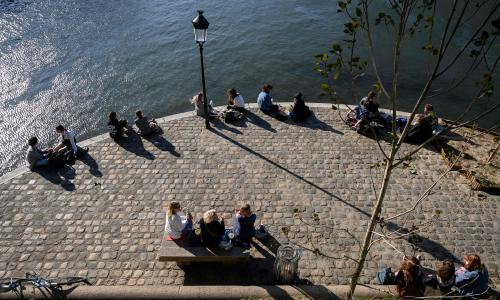 FRANCE-HEALTH-VIRUS-DAILY LIFE<br>People gather on the banks of the river Seine in Paris on Mai 15, 2020, as France eases lockdown measures taken to curb the spread of the COVID-19 pandemic, caused by the novel coronavirus. (Photo by BERTRAND GUAY / AFP) (Photo by BERTRAND GUAY/AFP via Getty Images)