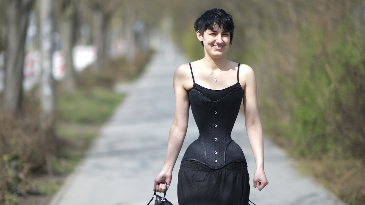 Smallest Natural Waist In The World Smallest waist in the world