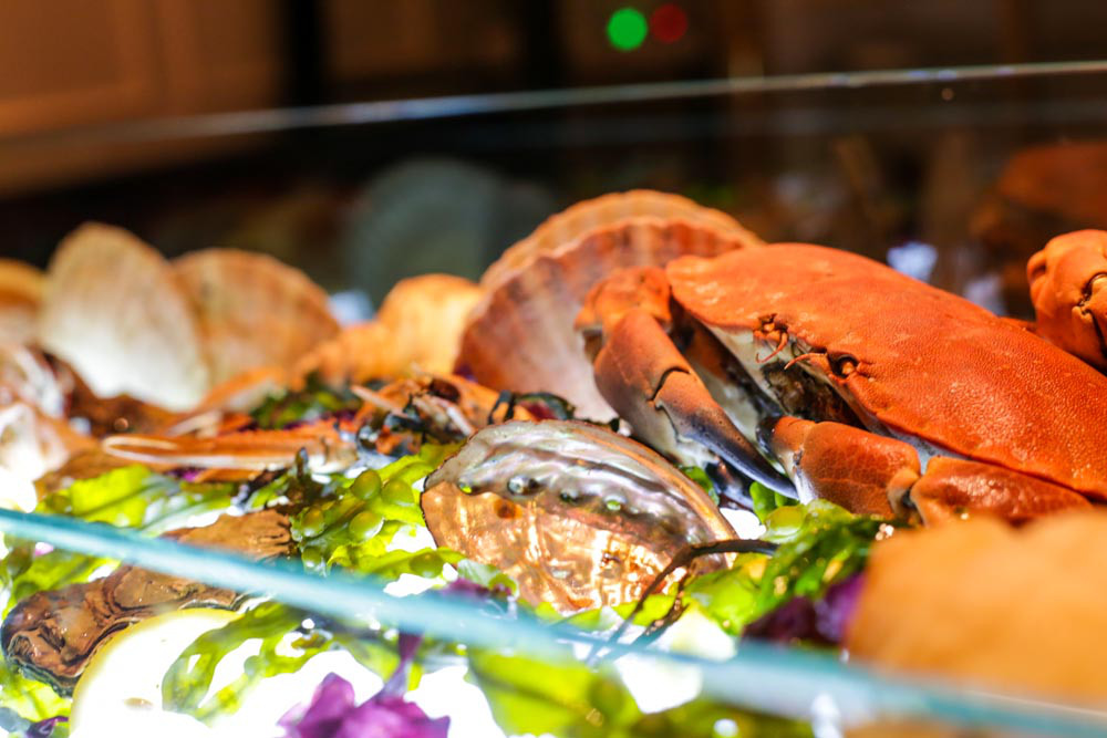 The pelican seafood bar grill singapore food review for Food bar john roe