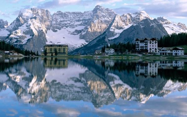 b2ap3_thumbnail_11-lake-misurina.jpg  The Most breathtaking places on earth a136b0a26e35cd051fb7a32b035e1dbc