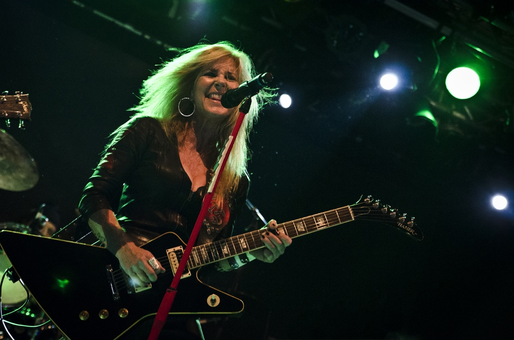 lita ford s here to rock you first listen to new live album. Black Bedroom Furniture Sets. Home Design Ideas