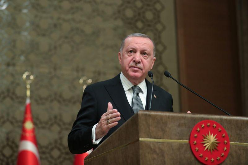 Turkey says it will send military experts, advisers to Libya