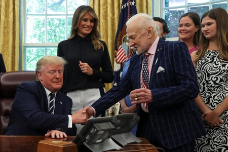Apollo 11 astronaut Buzz Aldrin complains about current U.S. lunar ability