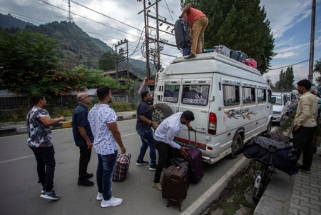 Thousands of Indians flee Kashmir after security advisory: officials