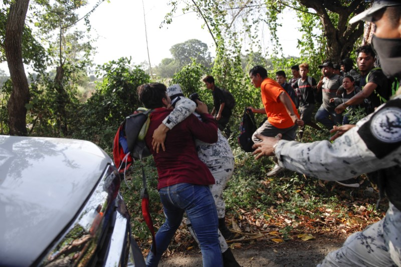 Mexican security forces detain 800 Central American migrants