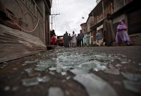 Several injured in Kashmir in clashes with Indian police