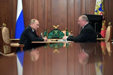 Putin allies oil feud spills into public view