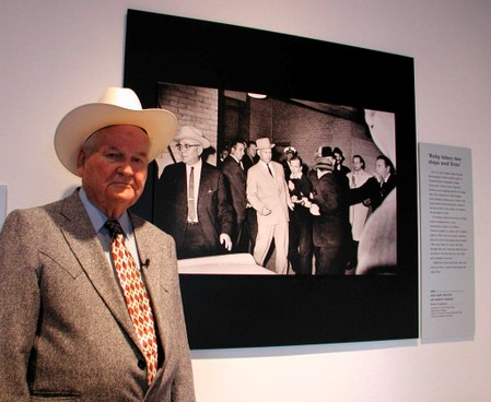 Former Dallas detective famously photographed escorting Lee Harvey Oswald dies at 99