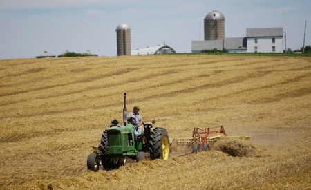 U.S. to pay $15 minimum per acre to farmers hurt by China trade war