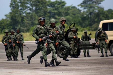 Colombias armed forces on alert over Venezuela military exercises