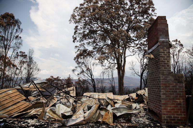 Australias rainy respite from bushfires seen ending