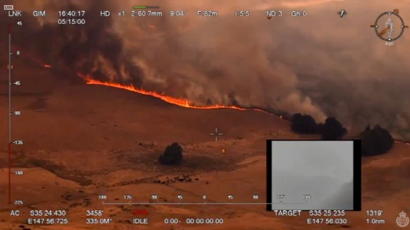 Australias columns of fire force mass evacuation, claim ninth life
