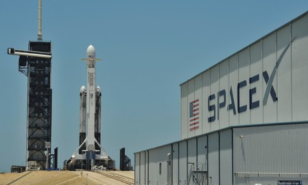 SpaceX astronaut mission looking increasingly difficult in 2019: executive
