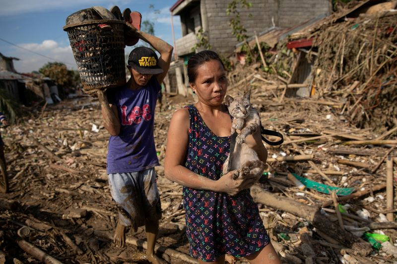 Philippines typhoon deaths rise as worst floods in 45 years hit north