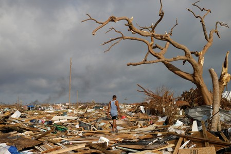 Thousands try to flee hurricane-devastated Bahamas islands