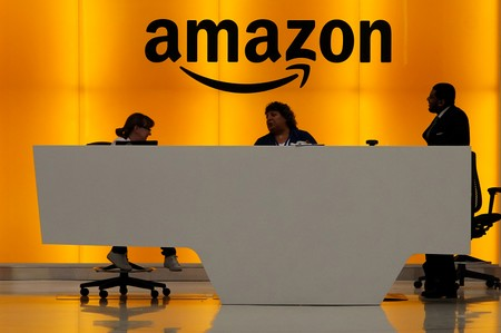 Trump says looking closely at Amazons bid on $10 billion Pentagon contract