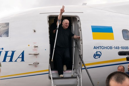 Russia, Ukraine swap prisoners in first sign of thawing relations