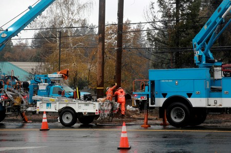 California wildfire risk prompts planned mass cutoff of PG&E power
