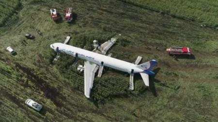 Kremlin lauds hero pilots after emergency landing near Moscow