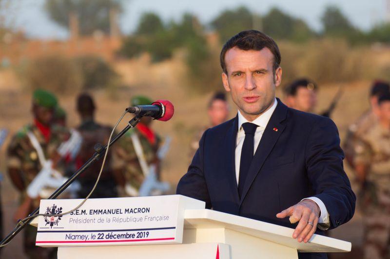 Frances Macron pledges to push through pension reform