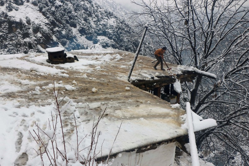 Dozens killed by avalanches in Pakistani and Indian Kashmir