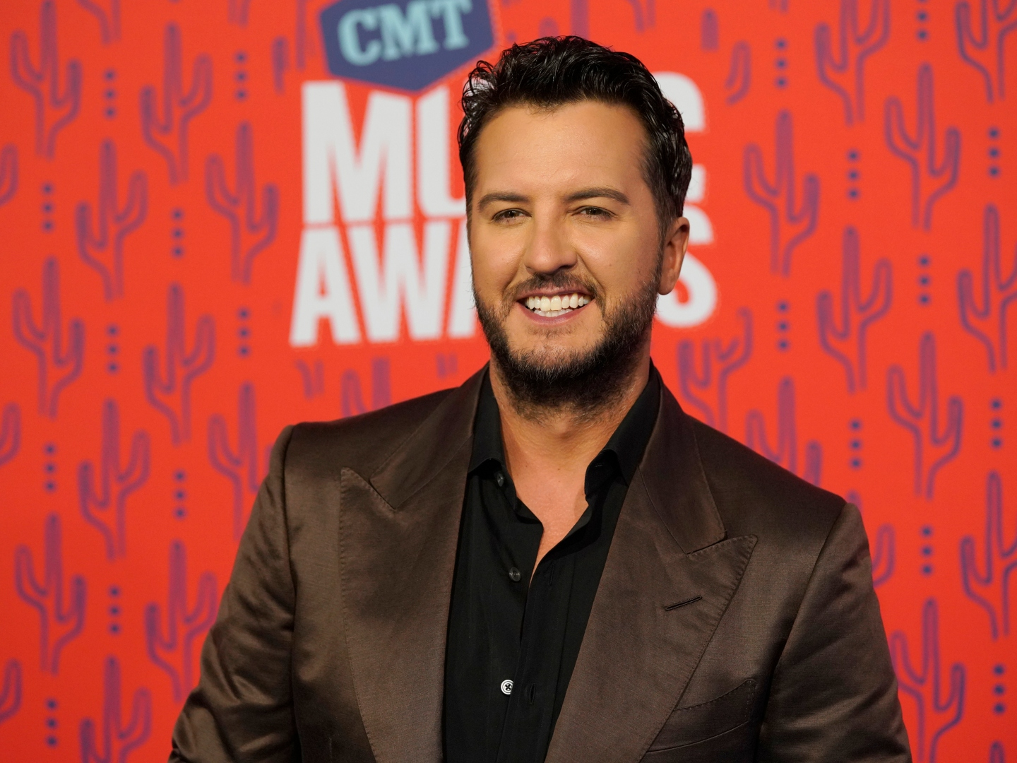 Luke Bryan Calls Out His Moms Dance Moves in One Margarita Music Video at CMT Awards