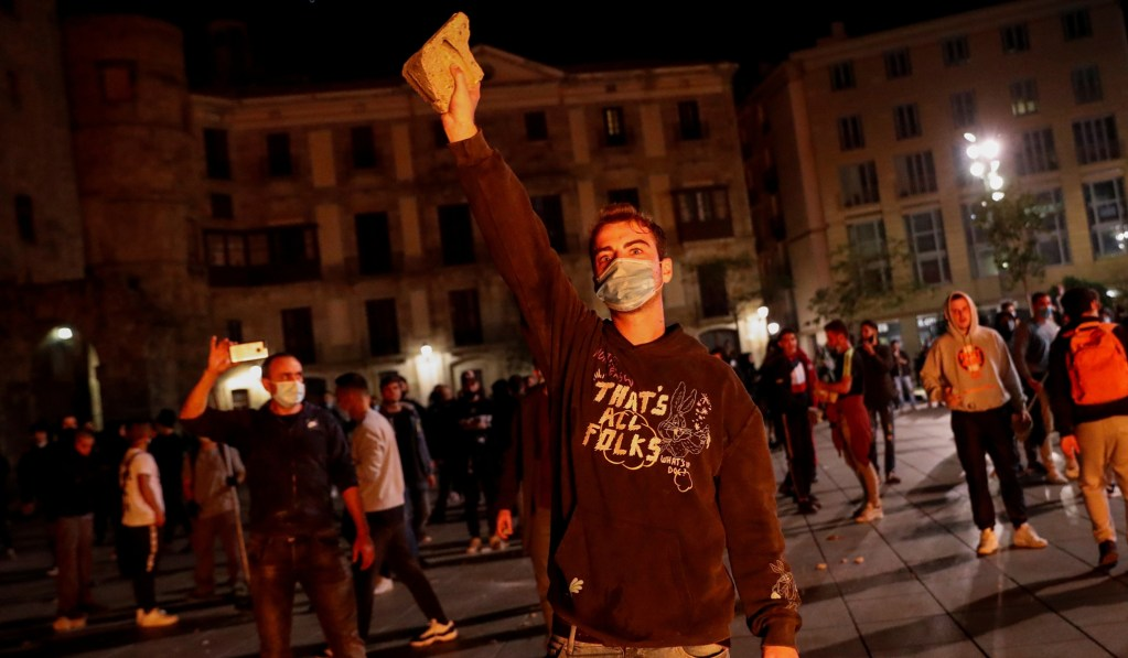 Anti-Lockdown Riots Break Out in Spain after Government Extends State of Emergency