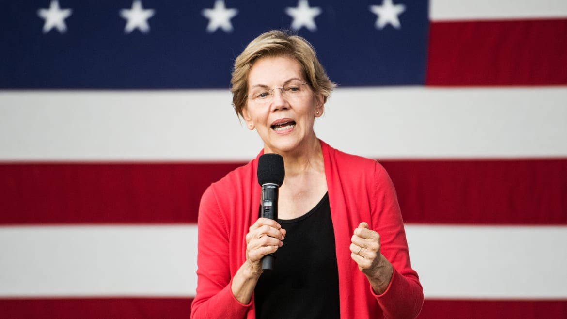 Warren Calls for SEC Probe Into Whether Trump Tipped Off Mar-a-Lago Pals to Soleimani Attack