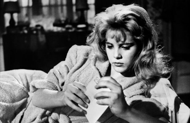 Sue Lyon, Star of Stanley Kubrick's 'Lolita,' Dies at 73