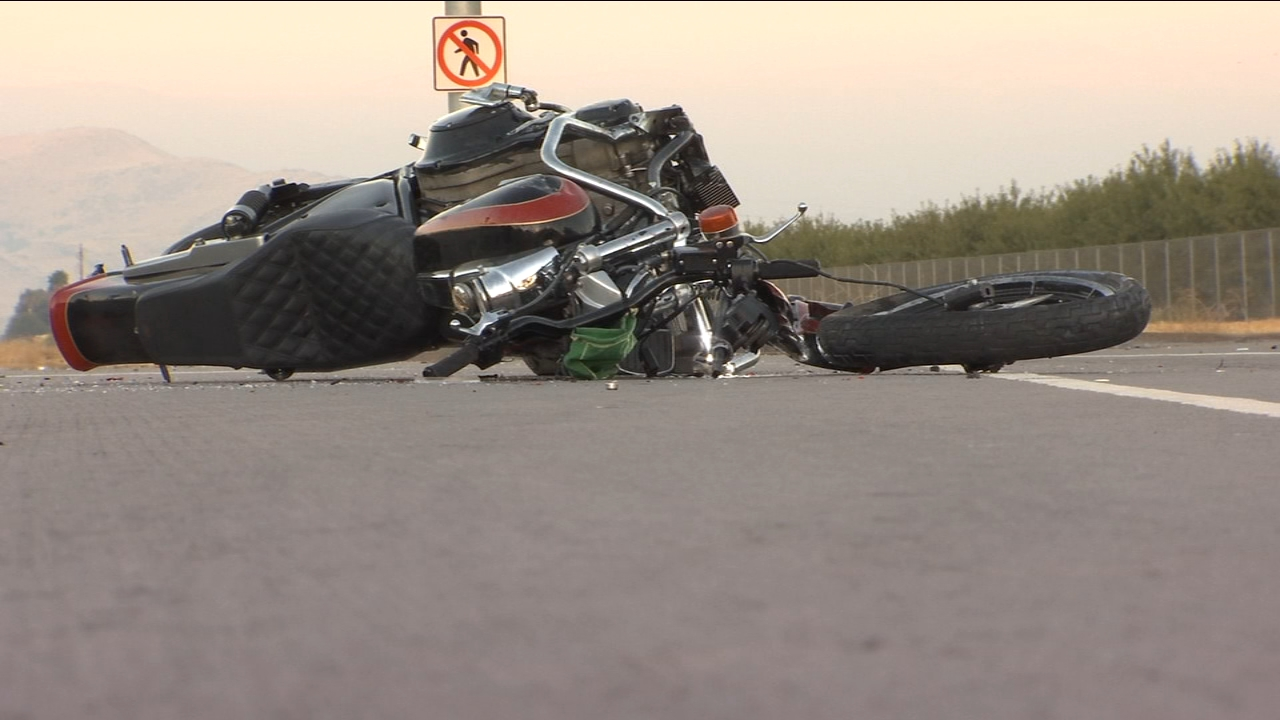 Man dead after crashing his motorcycle into back of car near Sanger