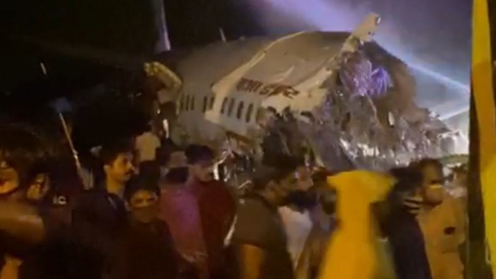 Kerala plane crash: 16 dead after Air India plane breaks in two at Calicut