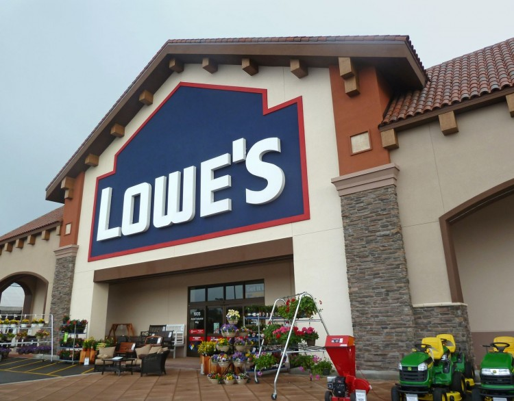 Lowe's Companies, Inc. (NYSE:LOW): Billionaire Bill Ackman Believes New CEO is Able to Narrow the Performance Gap with Home Depot