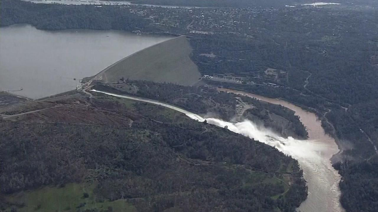 Crews race against time to repair Oroville Dam emergency spillway