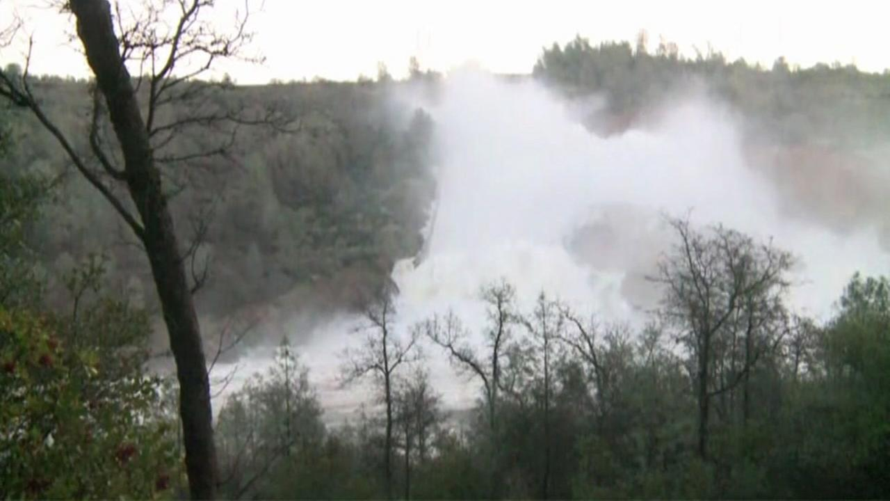 Thousands evacuate as Oroville Dam spillway expected to fail
