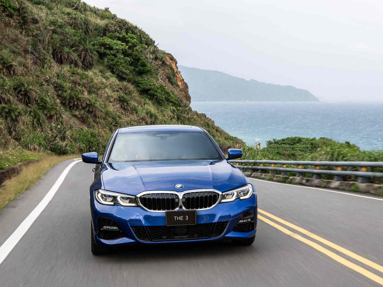 全新 BMW 3系列指定車型享低月付 9,900 元起多元分期方案或 180 萬 60 期 0 利率專案或尊榮租賃專案(含 3 年租賃 0 利率、贈送 3 年牌燃稅)以及 1 年乙式全險。
