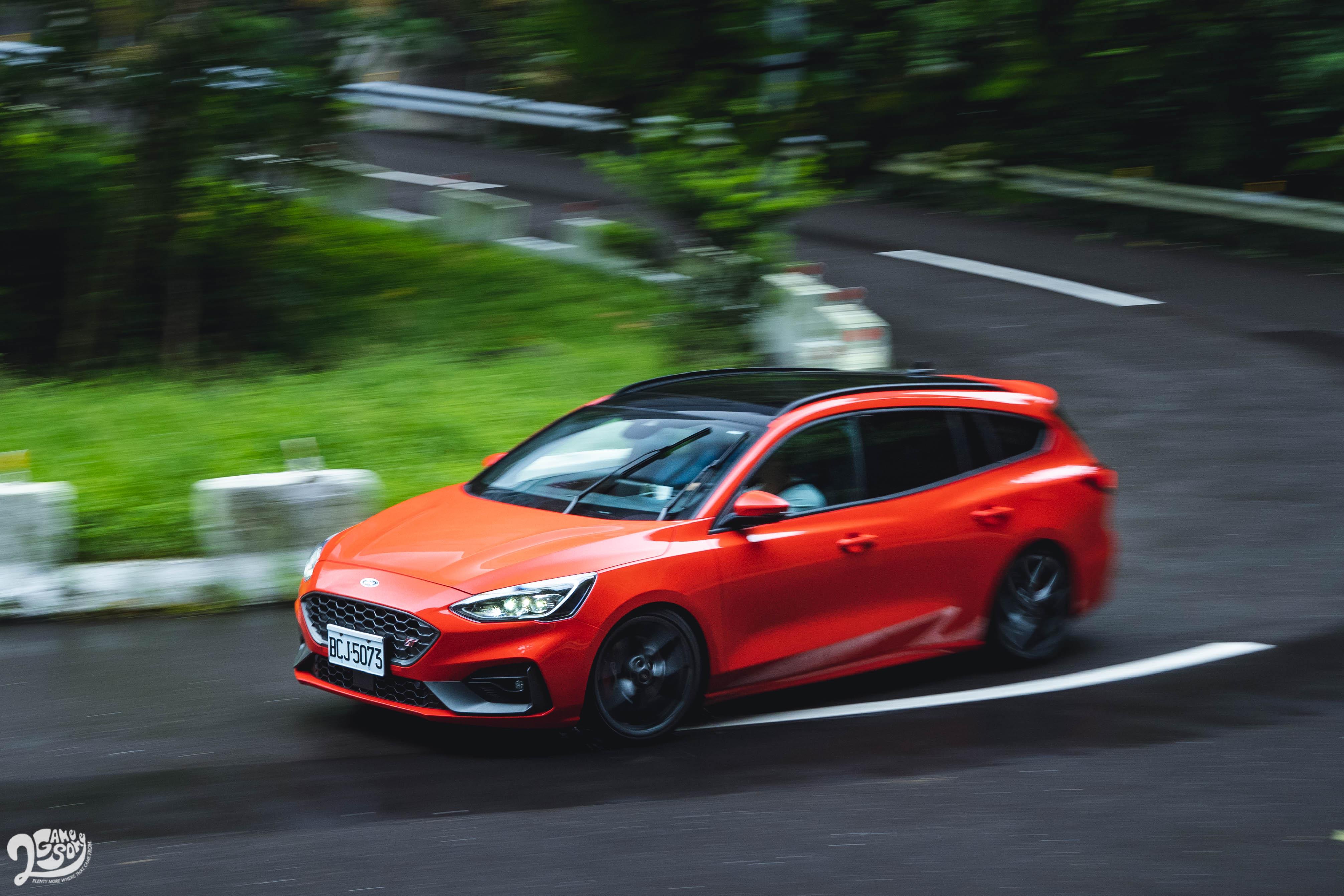 搭配 SelectShift 性能調校七速手自排變速箱,Focus ST Wagon 0-100 km/h 加速 6.1 秒,僅比 ST 慢 0.1 秒。
