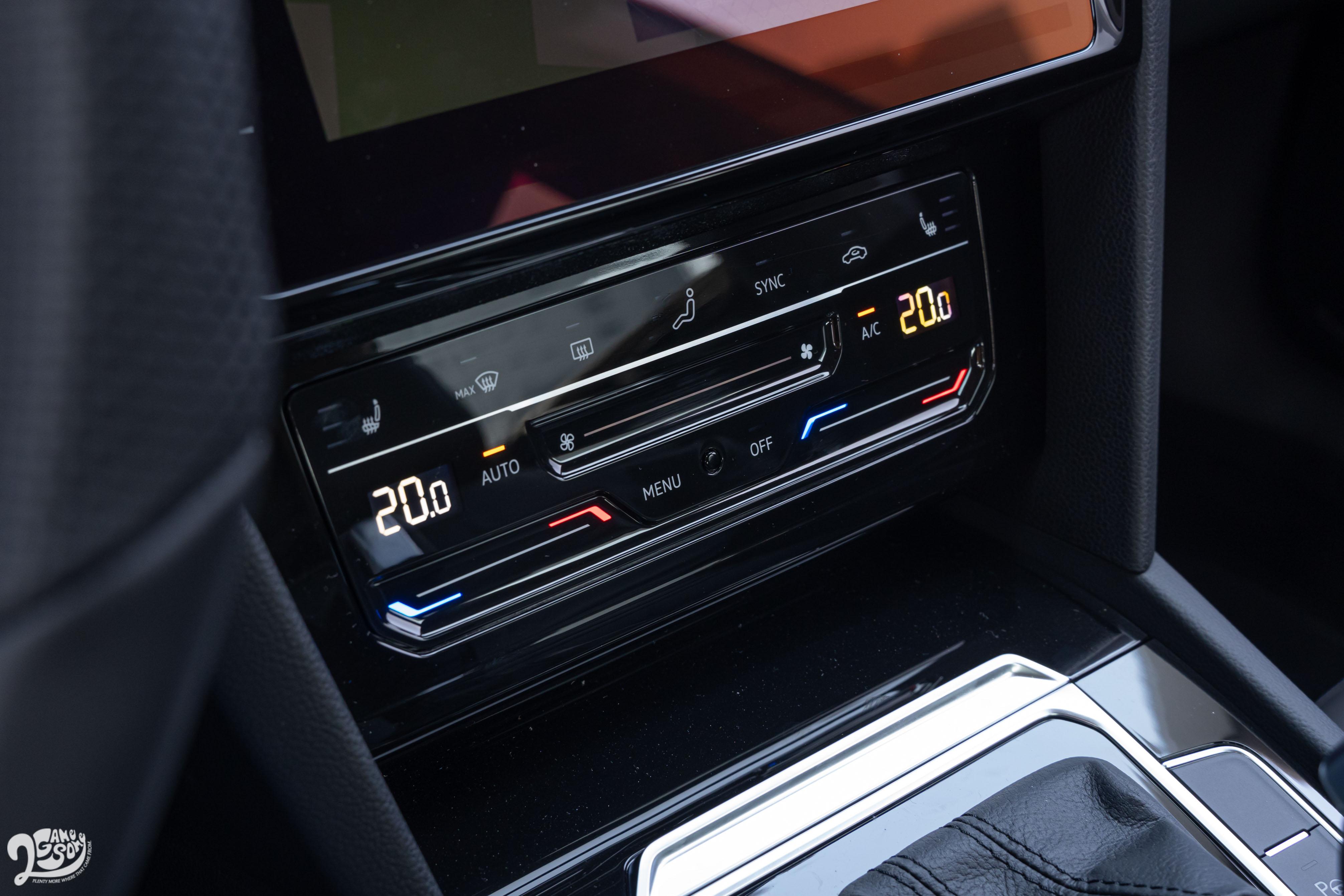 恆溫空調介面同樣採用觸控式設計。
