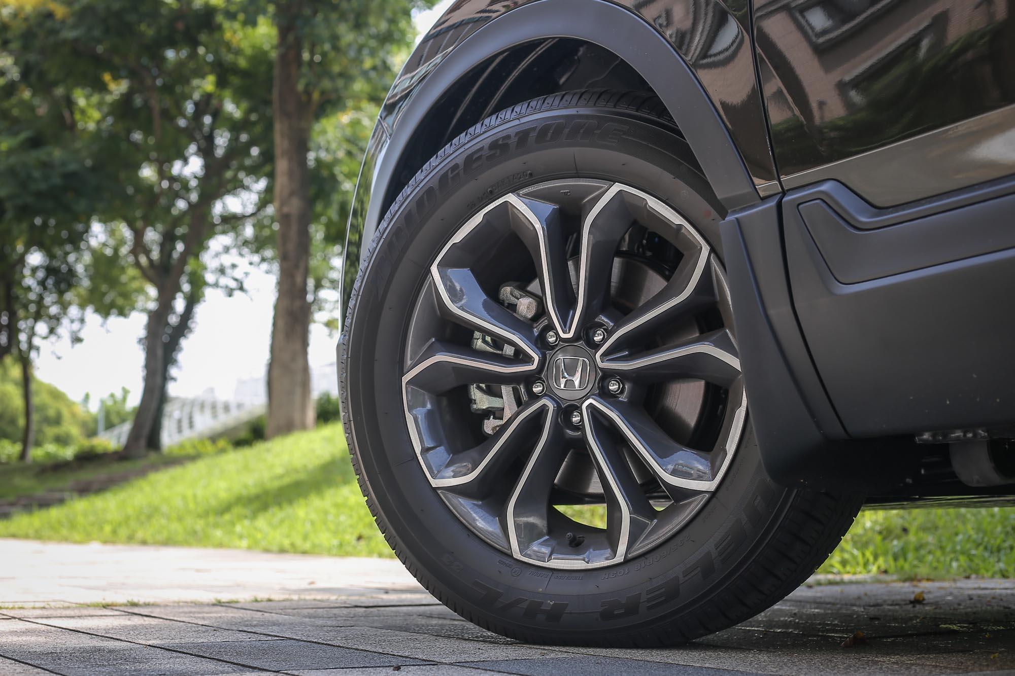 小改款 CR-V 皆配備 18 吋輪圈規格,並換上全新造型。