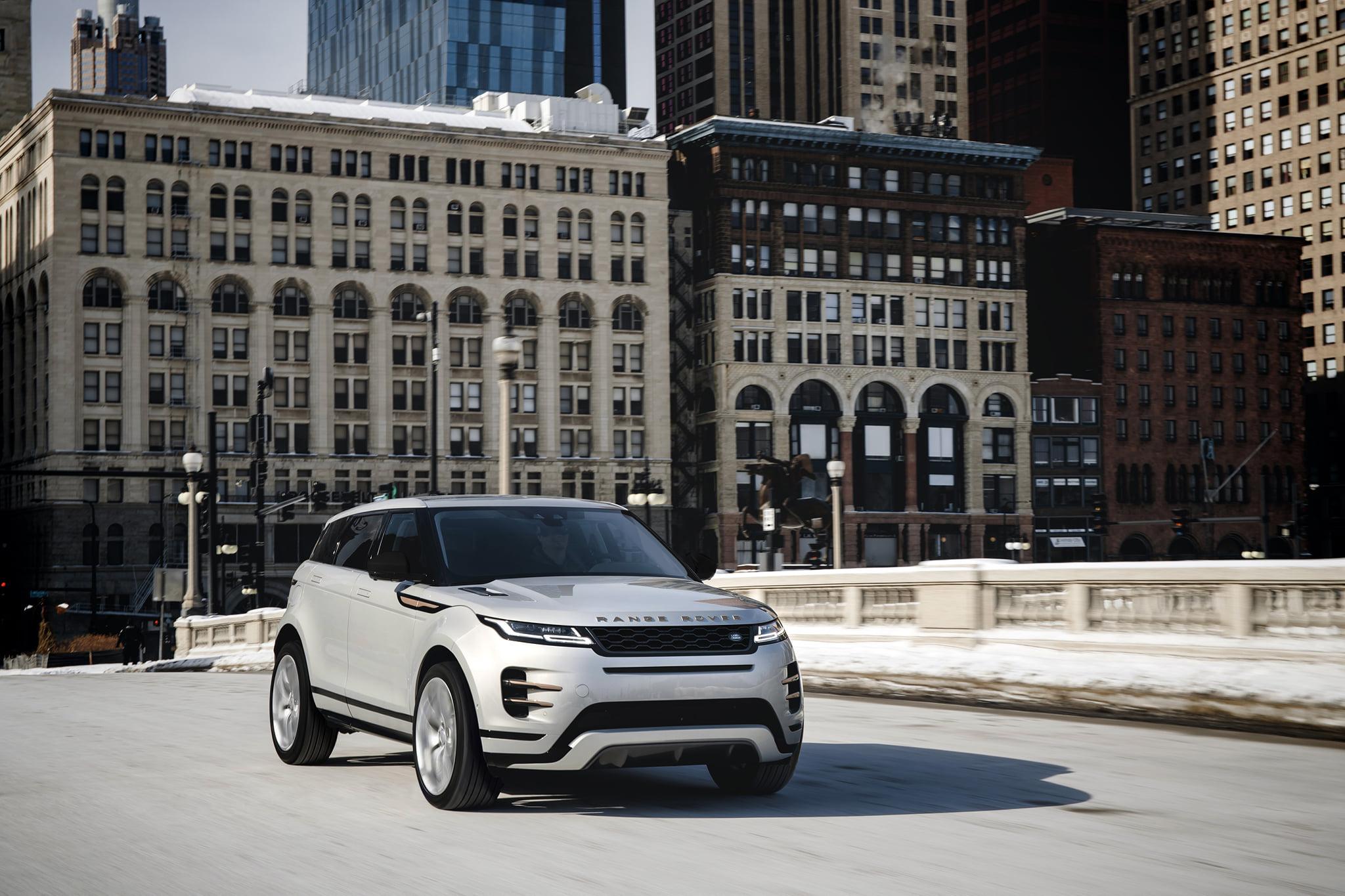 全新 2021 年式 Range Rover Evoque 建議售價 220 萬元起,入主即享 0 負擔 6 年原廠保養專案。