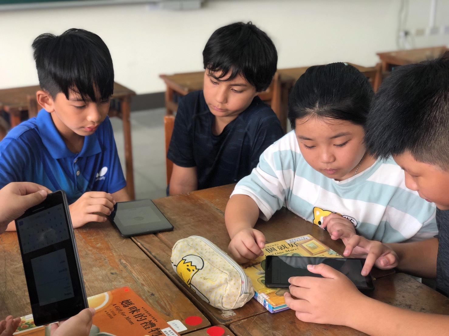 Ford 藉由『對抗新冠疫情募款計畫』使 TFT 能夠透過平板電腦的採購,在抗疫的路上,無縫接軌地幫助孩子們遠距學習。