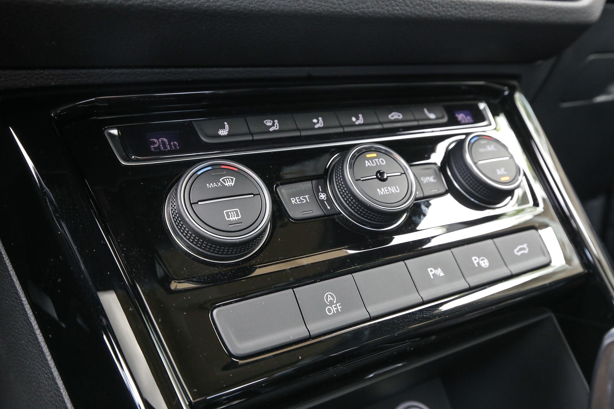 三區電子恆溫空調也為車系標配。